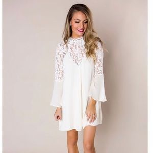 NWT White Lace Bell Sleeved Dress Size Medium